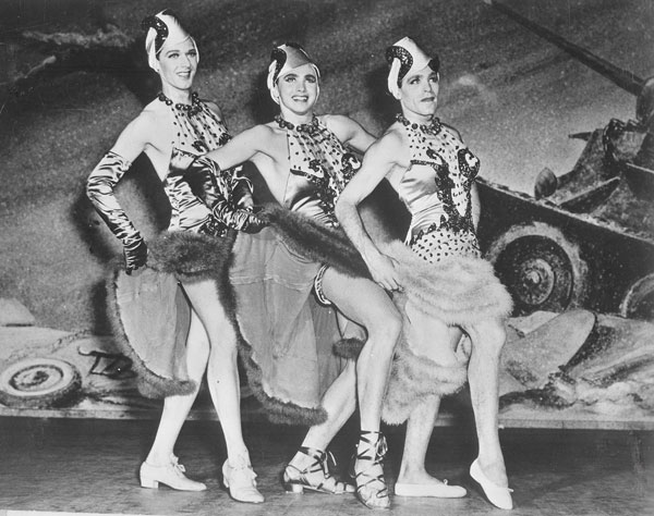 This-Is-The-Army_gals_(Broadway)